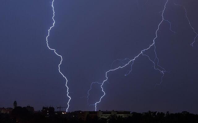 hitzegewitter - Hitzegewitter: Die Gefahr für Elektrogeräte