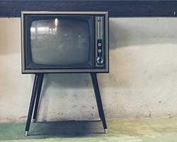 roehrenfernseher - Technik von gestern erzeugt staunende Kinderaugen heute